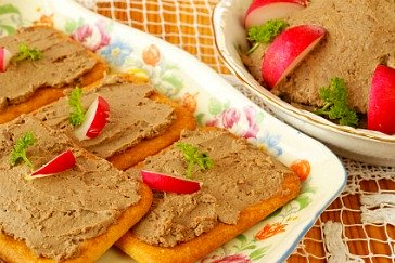 pate recipe served with crackers