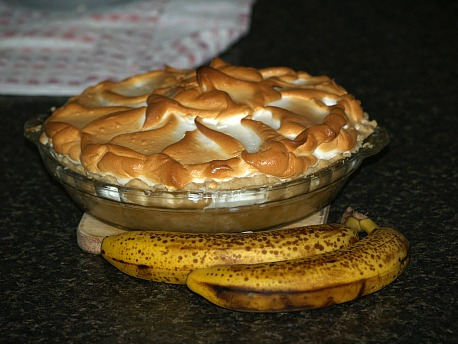 banana cream pie with meringue