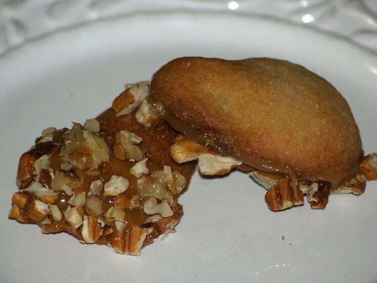 Caramel Nut Acorn Cookie Serving