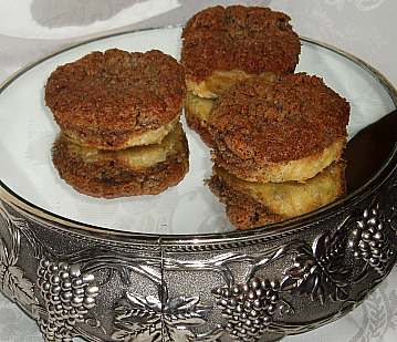 groundnut cakes for a crowd