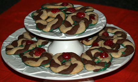 Chocolate and Vanilla Wreath Cookies