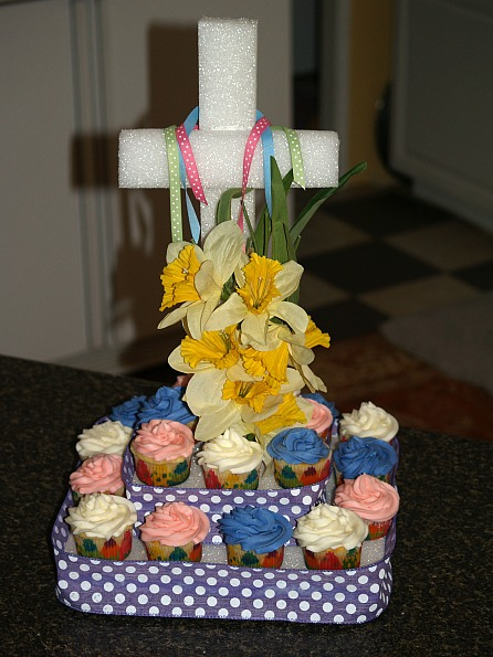 Easter Cupcake Cross Display