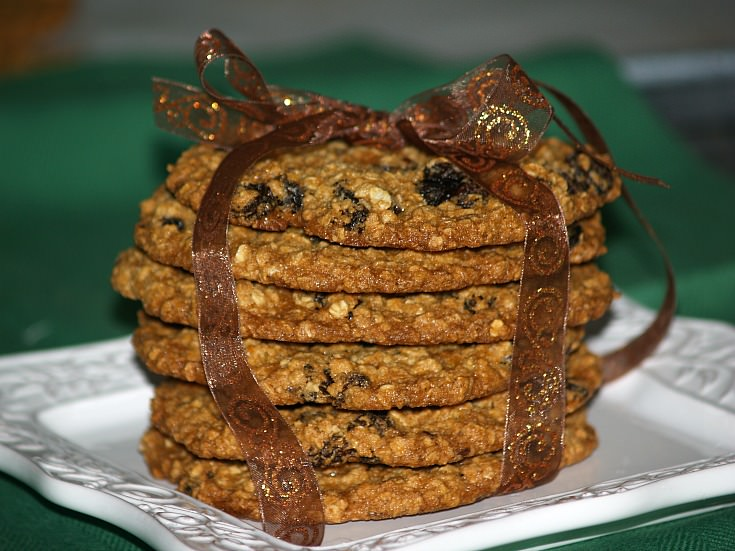 Giant Raisin Oat Cookies Recipe