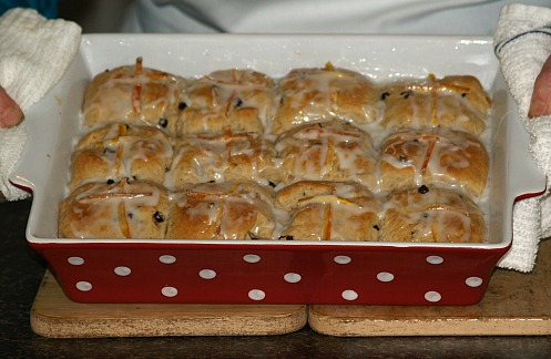 How to Make a Hot Cross Bun Recipe