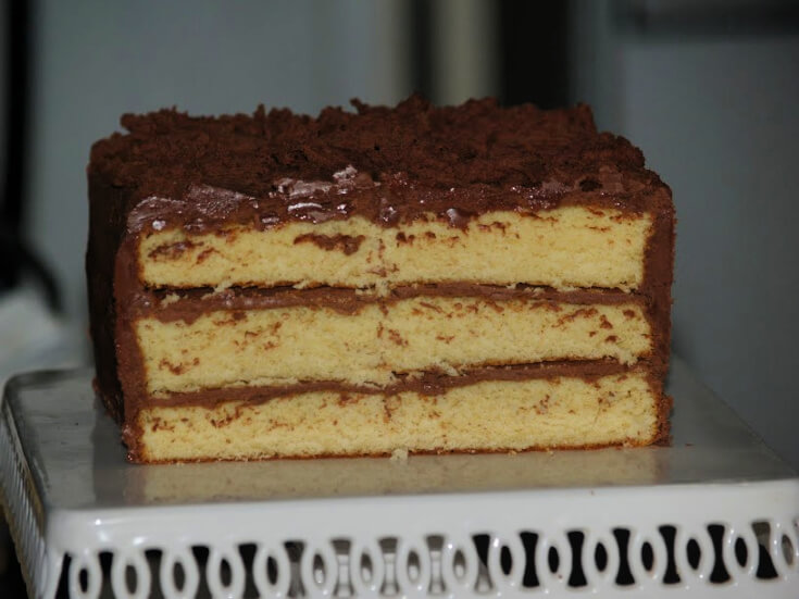 How to Make Yellow Cake with Three Layers