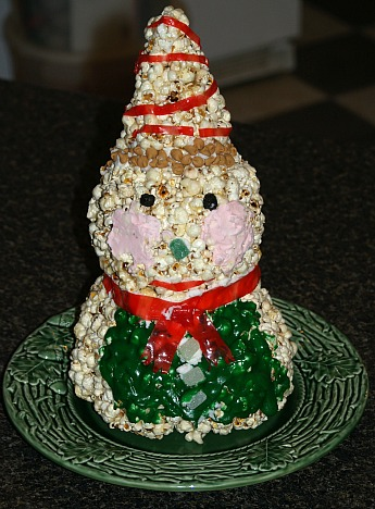 popcorn snowman is a favorite kids christmas recipe