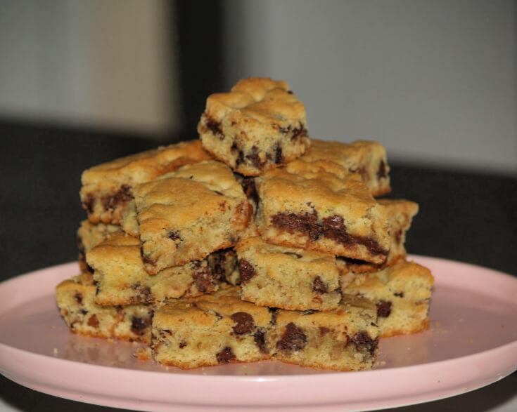 Pistachio Chocolate Chip Cookie Bars
