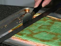 Trimming Venetian Cakes