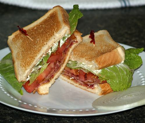 How to Make a Bacon Lettuce and Tomato Sandwich