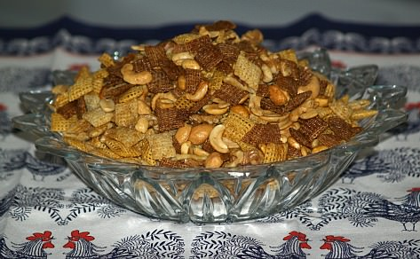 How to Make Holiday Snack Mix Recipes