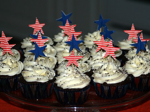 Easy Chocolate Cupcakes with Cream Cheese Topping