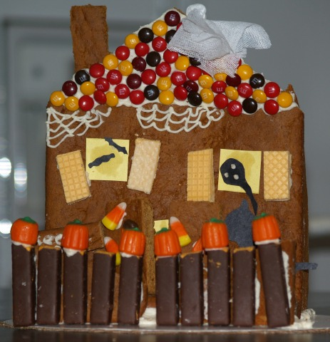 how to make halloween food recipes like this gingerbread haunted house