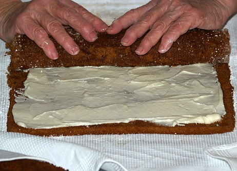 rolling cake with filling inside
